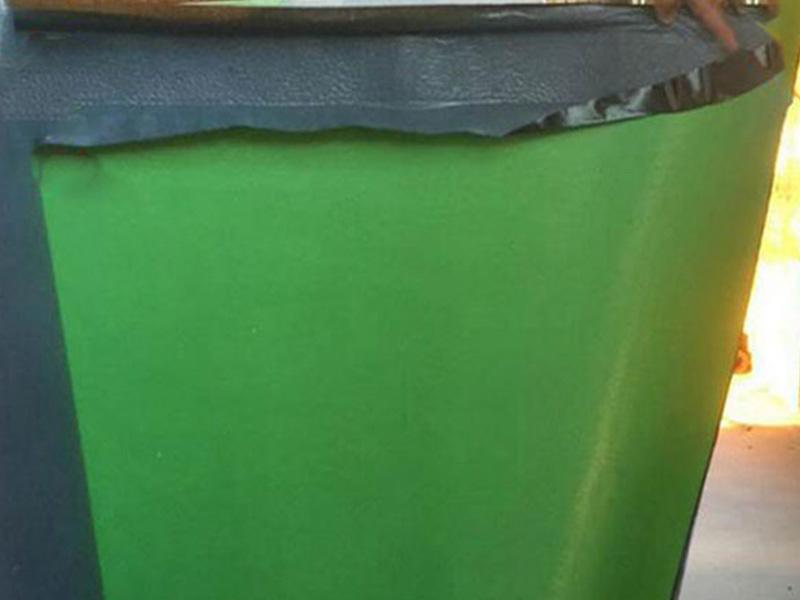 强力交叉膜湿铺反应型自粘防水卷材